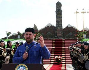 Открытие памятника. Фото: Саид Царнаев / РИА Новости