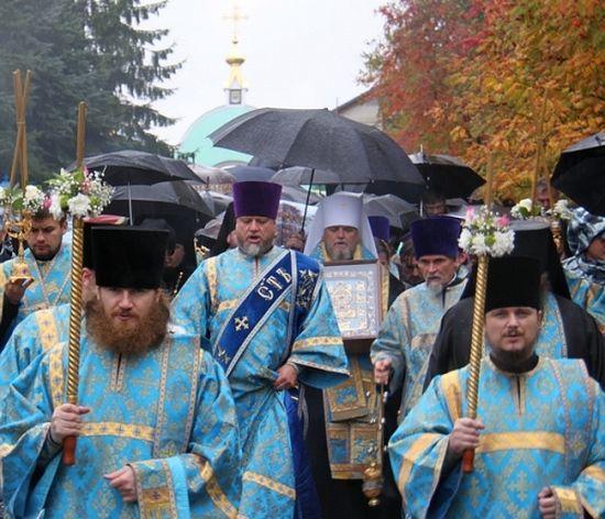 Прибытие на родную землю - крестный ход в Курске