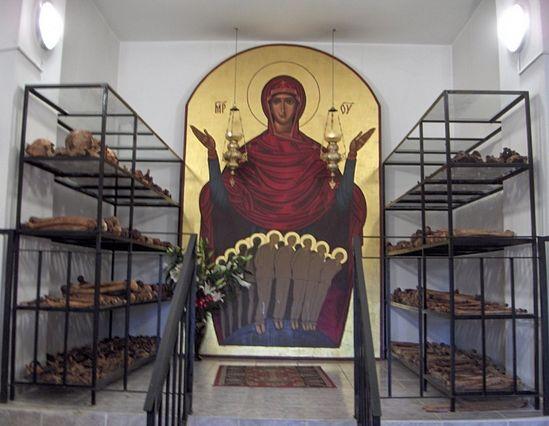 Тюрьма Аюд, икона новомученикам Румынским и их останки.
