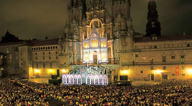 Crowd before an illuminated Santiago cathedral during the festivity of Saint James the Apostle. Santiago de Compostela, Photo: A Coruña,Turgalicia