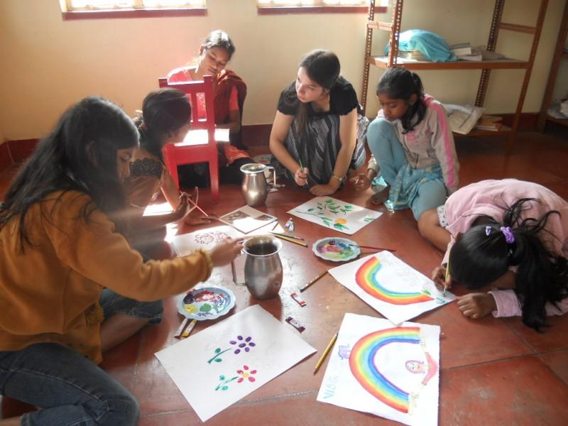 Занятия с сиротами в греческом православном приюте в г. Калькутте (Индия)