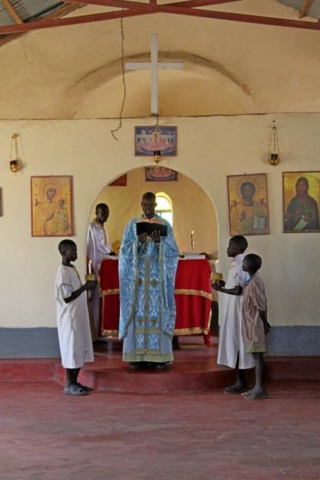 Чтения Евангелия в храме. Кения