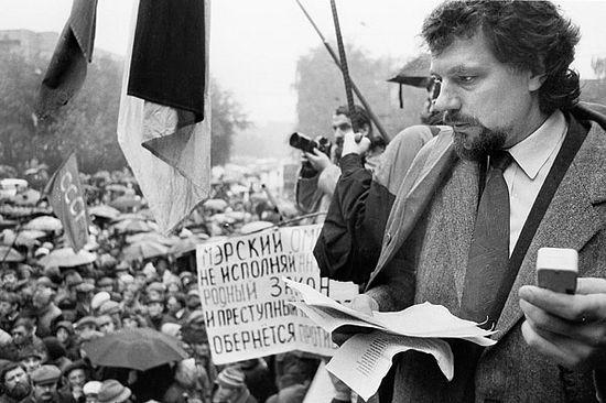 Виктор Аксючиц на крыше поливальной машины у м. Краснопресненская
