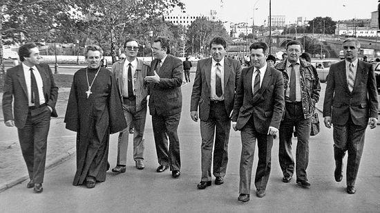 Слева направо: Н. И. Попов свящ. Алексий Злобин, В. И. Брагин, А. И. Ильенков, Ю. М. Краснов, Л. Г. Остренков, В. Я. Кириллов, В. И. Белов
