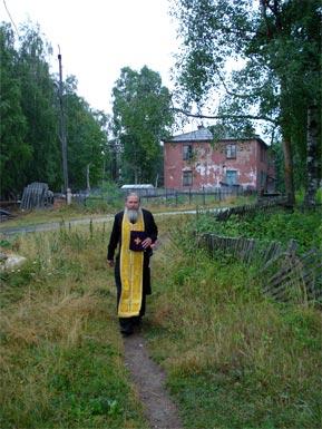 Отец Сергий в посёлке Золотец – к больной, исповедывать и причащать.
