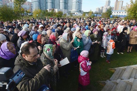 Молитвенное стояние в поддержку восстановления на историческом месте храма в честь преподобного Сергия Радонежского. 6 октября 2013 г.