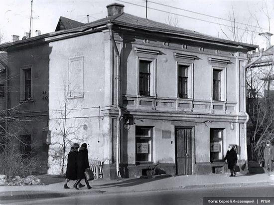 Москва. Остоженка, 28 ( быв. Метростроевская ул.) . Фото: С.Н. Лисевицкий
