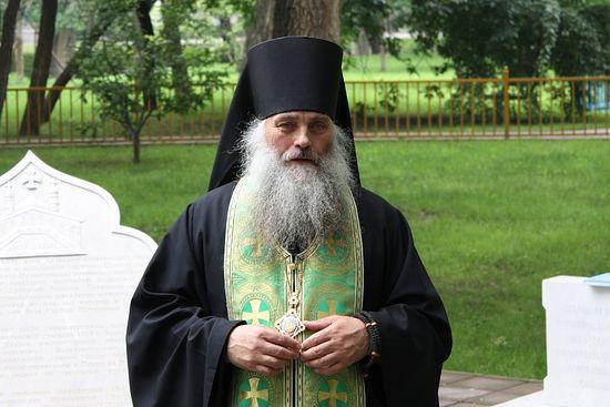 Владыка Сергий служит панихиду в Китае
