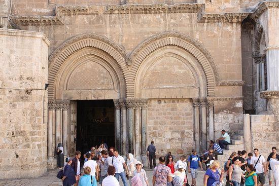 Вход в храм Гроба Господня