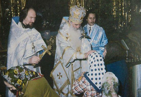 Митрополит Питирим (Нечаев) и священник Николай Попов в храме Рождества Пресвятой Богородицы на Возмище