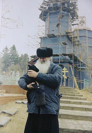 Село Пески. Архиепископ Питирим у ремонтируемого храма в честь Сретения Господня, 1986 год