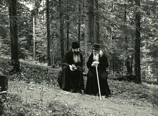 Беседа с настоятелем Сретенского храма села Пески протоиереем Ювеналием Церериным. 1976 г.