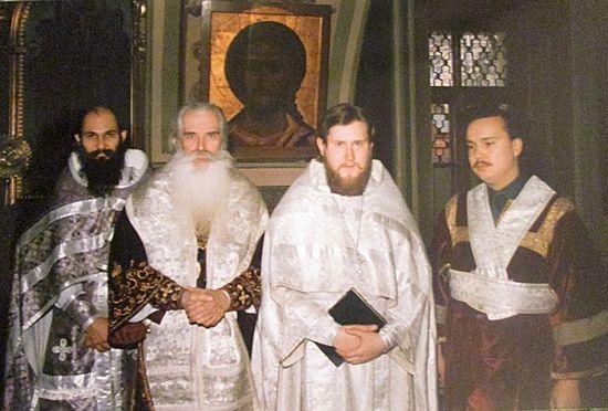 После рукоположения. Владыка Питирим и иеромонах Никон. 1992 год