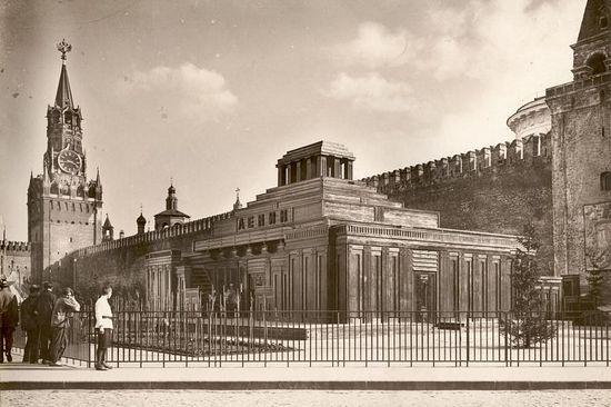 Второй деревянный мавзолей, построенный в 1925 году