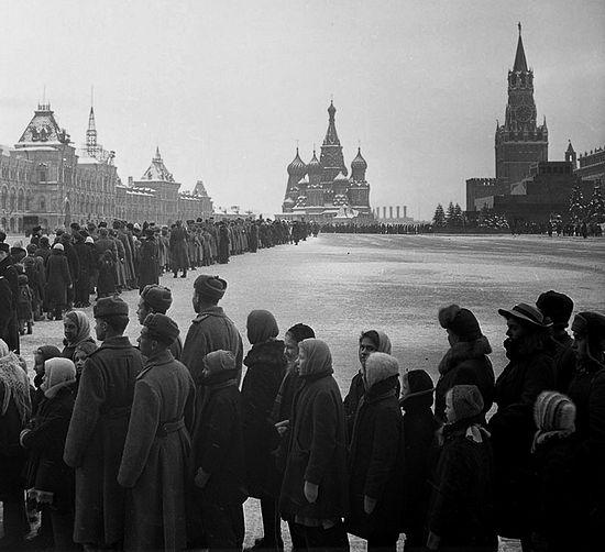 Очередь в мавзолей Ленина