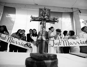 Католическая церковь пока еще не признает однополые браки.Фото: EPA/ИТАР-ТАСС