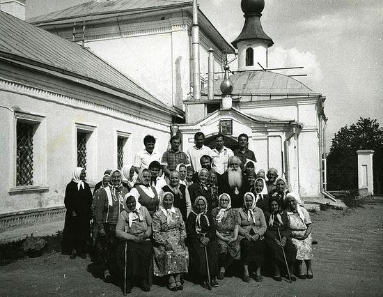 С прихожанами Покровской церкви, г. Волоколамск