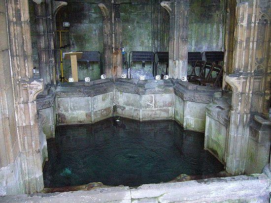 Источник св. Винефриды в Холивелле, Уэльс.