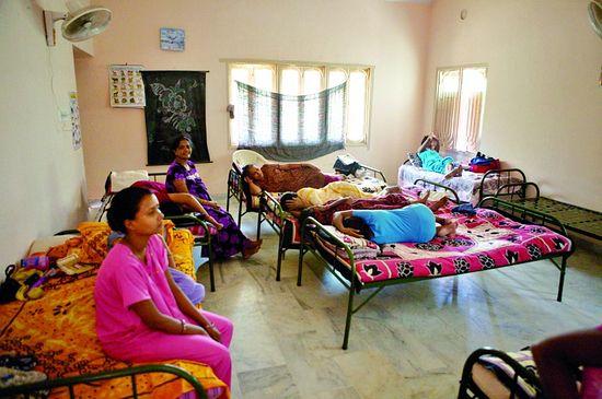 Индийская «фабрика» по производству детей суррогатными матерями