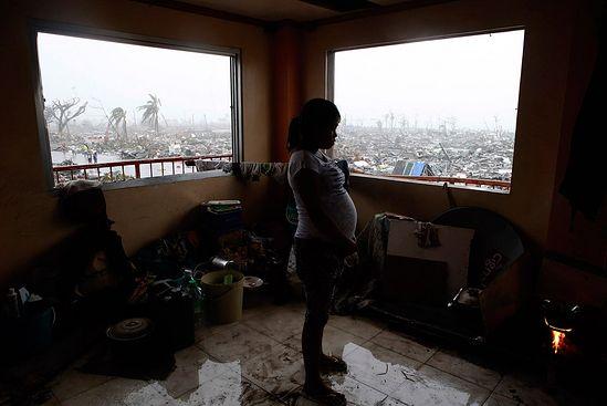 Один из немногих уцелевших домов в городе Таклобане. Больше целых строений не видно до горизонта. (Фото Romeo Ranoco | Reuters)