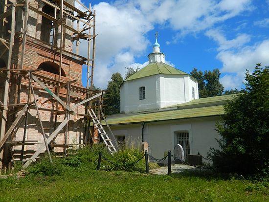 Некрополь Рачинских у Троицкой церкви села Татево.