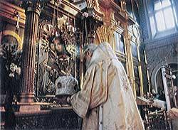Перед образом Божией Матери погибших Взыскание