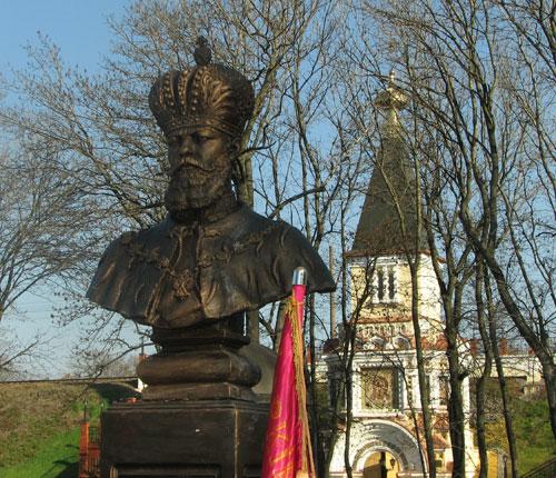 Памятник Императору Александру III.
