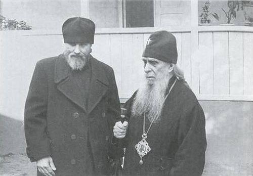 Владыка Зиновий (Мажуга) с отцом Виталием (Сидоренко). Начало 1980-х.