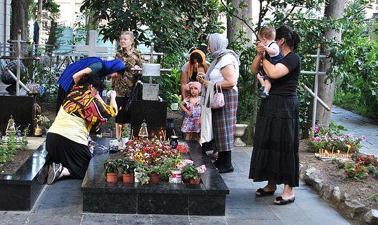 У могилы отца Виталия
