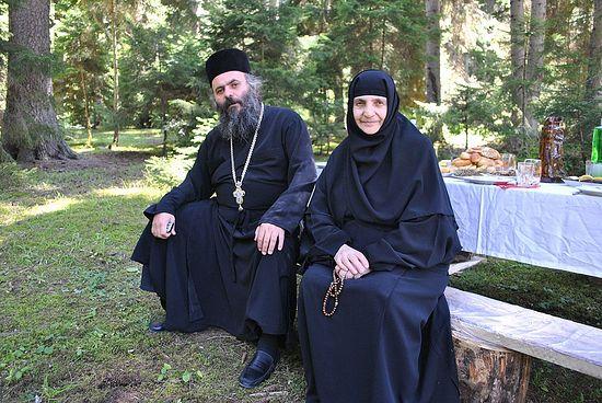 Архимандрит Андрей (Тариадиси) и его мама схимонахиня Евгения