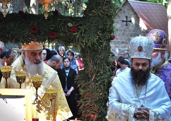 Митрополит Боржомский и Бакурианский Серафим и архимандрит Андрей (Тариадиси). 1 августа 2013 года