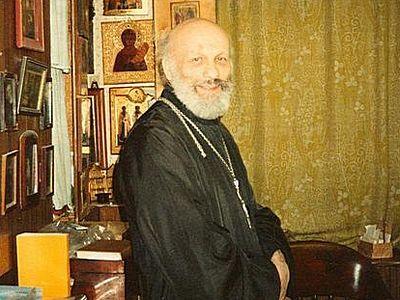 Тайный священник, куриные окорочка и письмо с того света