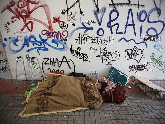 Бомж на улицах Афин