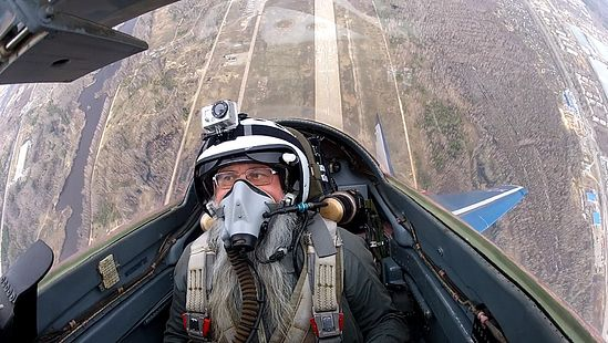 Отец Иов (Талац), духовник отряда космонавтов, на борту самолета
