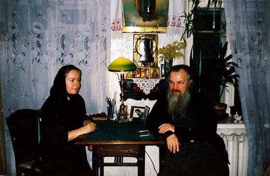Владыка Алексий в гостях у своей послушницы и духовного чада Екатерины Домбровской. Москва, 2000 г.