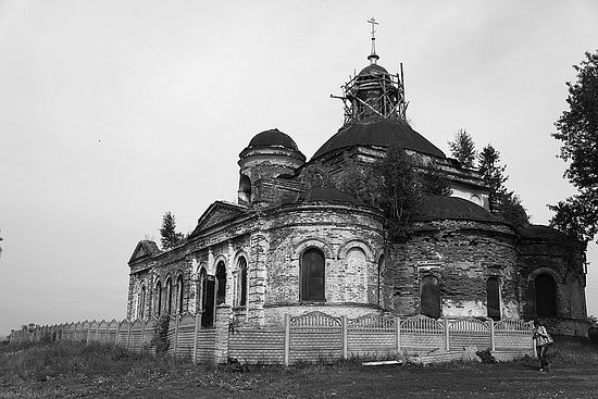 Храм в Камышеве - более свежее фото, восстановление уже началось.