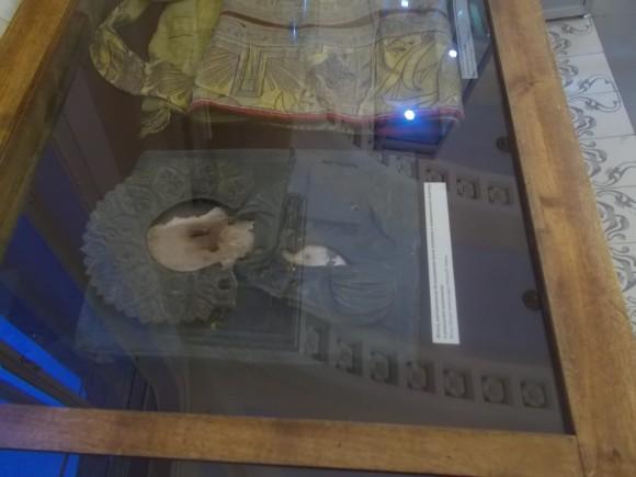 Епитрахиль и икона, расстрелянная большевиком после вселения в коммунальную квартиру в результате уплотнения.
