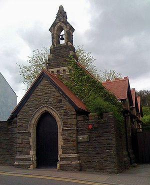 Католическая церковь святых Юлия, Аарона и Давида Валлийских, Кэрлеон-он-Аск.