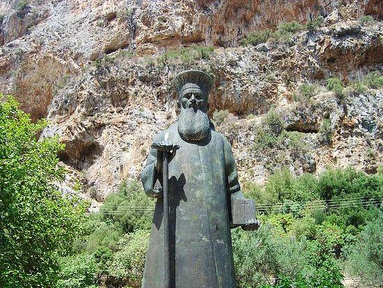 Памятники Косме Этолийскому установлены во многих областях Греции