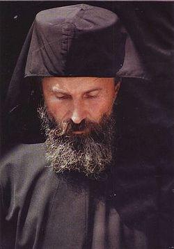 Монах Јона, бивши универзитетски професор класичних језика.