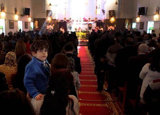 Рождественская служба в церкви св. Терезы в Басре, втором по величине городе Ирака. 25 декабря 2013 г. Фото: AP/Nabil al-Jurani