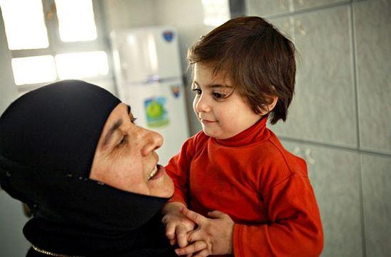 Мать Пелагия с девочкой из приюта - еще в мирной жизни. Сейчас никому, кроме боевиков, неизвестно, где они находятся