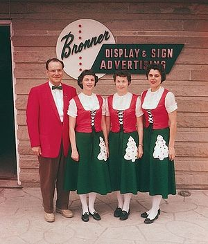 Броннер с сотрудниками. Фото 1960-х годов.
