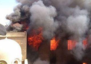 На фото: горит церковь в Эль-Минья, 14 августа 2013 г. - в этот день в Египте было атаковано 60 церквей
