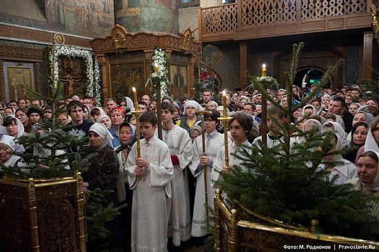 Богослужение в Сретенском монастыре на Рождество Христово. Фото: М. Родионов / Православие.Ru