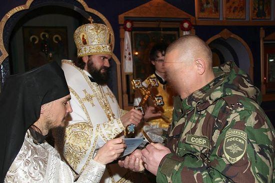Бойцы СОБРа, несущие тут службу - тоже прихожане храма св.Георгия