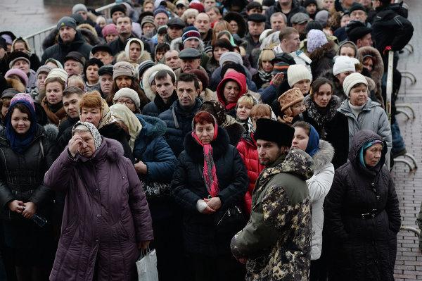 Очередь верующих к Дарам волхвов. © РИА Новости. Максим Блинов