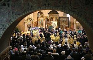 Дарам волхвов смогли поклониться петербуржцы, занявшие очередь ночью