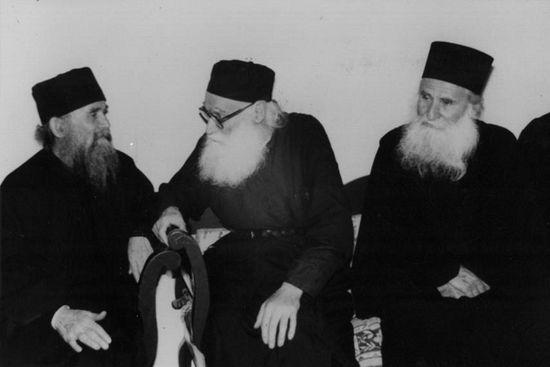 Слева направо: старцы Ефрем Филофейский, Ефрем Катунакский и Иосиф Ватопедский