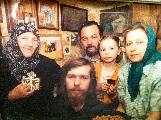 Схимонахиня Маргарита, супруги Чавчавадзе с дочерью и Георгий Шевкунов. Дивеево